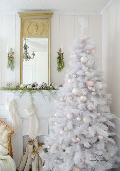 Top 40 Elegant And Dreamy White Gold Christmas Decoration Ideas