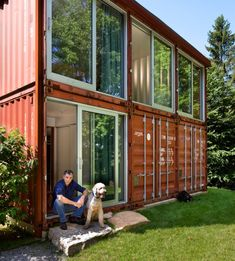 Adam Kalkin's Old Lady House is a Modern Shipping Container Ma...
