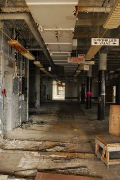 Photos of Old Sears Headquarters in Chicago, Illinois. Abandoned since 1974