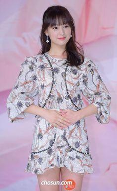 Actress Kim Ji-won attends a press junket for her new TV 'Fight My Way' series in Seoul on Thursday. Kim Ji Won, Kim Go Eun, Korean Beauty, Asian Beauty, Dramas, Korean Actresses, Korean Celebrities, Western Outfits, Beautiful Asian Women