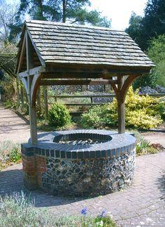 Garden Wishing Well Water – Home Design Outdoor Life, Outdoor Gardens, Outdoor Living, Outdoor Decor, Old Window Projects, Outdoor Projects, Wishing Well Plans, Gazebo, Pergola