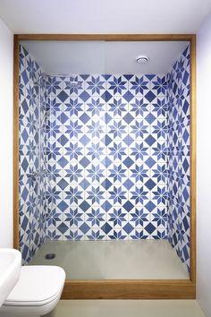 Architecture we like / Shower / Tiles / Graphics / at guest_apartment_mjolk_ddaann_prague_04