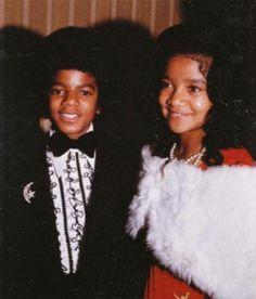 Young Michael Jackson with LaToya. She was so beautiful! The Jackson Five, Jackson Family, Janet Jackson, Young Michael Jackson, Michael Love, Ebony Magazine Cover, Vintage Black Glamour, Joseph, The Jacksons