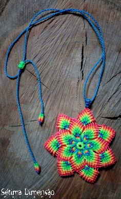 Colar Mandala Neon de Macramê
