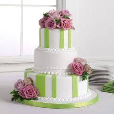 Pastel verde con blanco y flores. (fondant, cake)