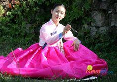 朝鮮時代劇「ファン・ジニ」のハ・ジウォンさん Korean Traditional Dress, Traditional Dresses, Korean People, Korean Women, Kbs Drama, Ha Ji Won, Hyun Bin, Famous Women, Korean Drama