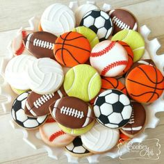 Assorted balls for school party Ball Theme Birthday, Sports Birthday Cakes, Sports Themed Birthday Party, Boy Birthday Parties, Fancy Cookies, Royal Icing Cookies, Party Sweets, Party Cakes, Birthday Cake Decorating