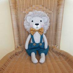 127 отметок «Нравится», 6 комментариев — Yasya & Vasya, Яся и Вася (@yasya__vasya) в Instagram: «Hello everyone!🙋♀️  I have this lion for sale today. He is a very friendly guy. The price of a…» Sewing Hacks, Sewing Projects, Lion Toys, Plushie Patterns, Baby Store, Hello Everyone, Puppets, Crafts For Kids, Teddy Bear