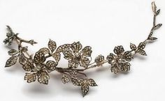 French Art Deco tremblant brooch of platinum and diamonds.