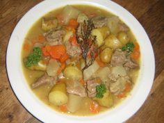 I ngrédients : (pour 6 personnes) - 1 épaule d'agneau désossée - 3 gros oignons - 6 belles carottes - 4 navets - 1kg de pommes de terre - 2 cubes de bouillon de volaille - 1L d'eau - 50g de beurre ou margarine - 1 branche de thym - 4 cuillères à soupe...