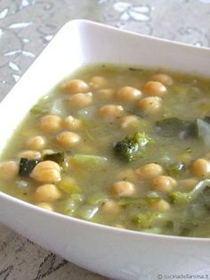 Detox soups: 10 recipes for detoxification - Zuppe detox: 10 ricette per disintossicarsi – GreenMe.it Detox soups: 10 recipes for detoxification – GreenMe. Detox Recipes, Soup Recipes, Vegan Recipes, Cooking Recipes, Detox Foods, Cena Light, Healthy Cooking, Healthy Eating, Sopa Detox