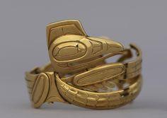 Bill Reid. Raven bracelet 1955, gold metal.