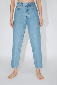 ZARA - Female - Mom fit jeans - Light blue - 25 (us Jeans Fit, All Jeans, Grey Jeans, High Waist Jeans, Jean Outfits, Fashion Outfits, Mom Jeans Outfit, Zara Women, Parisian Style