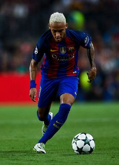 Neymar Jr. of FC Barcelona runs with the ball during the UEFA Champions League Group C match between FC Barcelona and Celtic FC at Camp Nou on September 13, 2016 in Barcelona, Catalonia.