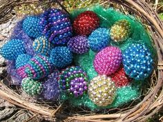 15 Crafts to Make with Mardi Gras Beads - thegoodstuff 15 Crafts to Make with Mardi Gras Beads – thegoodstuff Mardi Gras Centerpieces, Mardi Gras Decorations, Mardi Gras Wreath, Mardi Gras Beads, Easter Egg Dye, Easter Egg Crafts, Easter Tree, Easter Decor, Holiday Fun