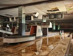 Abandoned bowling... This reminds me of the Silent Hill video game (aaah cherished childhood nerding out sessions)