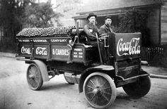 A Coca Cola delivery truck in 1909. Curiosities: More Rare Historical Photos