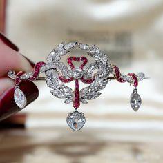 Edwardian ruby diamond brooch with its original box - goldsmiths & silversmiths Company Ltd 112 Regent St London By Appointment H.M. THE KING