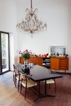 Understated glam - The Selby - desire to inspire - desiretoinspire.net - chandelier