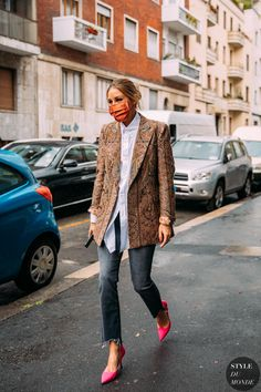 Milan Fashion Week Street Style, Look Street Style, Street Style Trends, Street Chic, Fall Street Styles, Modern Street Style, Fashion 2020, Look Fashion, Fashion Photo