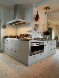 Anne Decker Architect While we are always big fans of white, sometimes it seems like, when it comes to kitchen cabinets, so many of us get caught up in the idea that a shade of white is our only option. Martha Stewart's kitchen Everyone always says that changing the paint is the fastest, easiest, least …