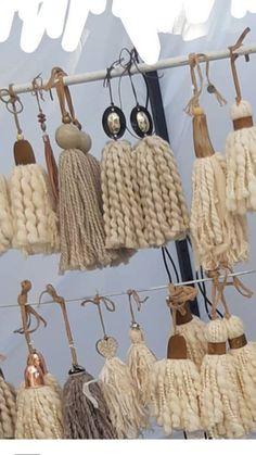 Rope Crafts, Yarn Crafts, Bead Crafts, Sewing Crafts, Wood Bead Garland, Beaded Garland, Diy Tassel, Macrame Projects, Weaving Art