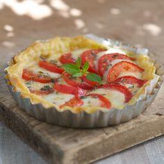 Découvrez la recette Tarte tomates mozzarella sur cuisineactuelle.fr.