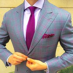 Mens fashion suits,classic, Modern and business suits style Mens Fashion Suits, Mens Suits, Terno Slim, Suit Combinations, Designer Suits For Men, Tie And Pocket Square, Pocket Squares, Men Formal, Classic Man