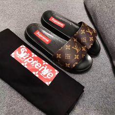 Lv Slippers, Slipper Sandals, Womens Slippers, Louis Vuitton Sneakers Women, Louis Vuitton Heels, Sneakers Fashion, Fashion Shoes, Site Nike, Sneaker Heels