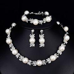 Women's Jewelry Set Rhinestone Fashion European Elegant Wedding Daily Pearl Alloy 1 Necklace 1 Bracelet Earrings