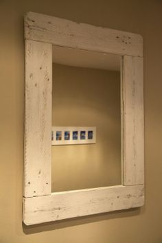 Mirror made with recycled pallet / Espejo hecho con palet reciclado / www.paletos.net / #palet #pallet #reciclado #recycled #diy #paletos #mirror #espejo