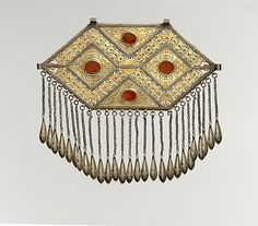 Central Asia or Iran. Pectoral ornament from the late 19th to early 20th century. Silver, fire-gilded, with stamping, decorative wire, openwork, wire chains with embossed pendants, and table-cut carnelians.