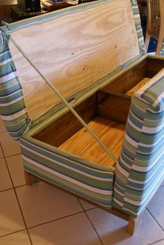 15 Secret Hiding Places That Will Fool Even the Smartest Burglar - Page 9 of 15 - DIY Crafts. I just like the storage concept of this bench. Furniture Projects, Home Projects, Diy Furniture, Building Furniture, Furniture Plans, Carpentry Projects, White Furniture, Furniture Design, Outdoor Furniture