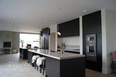 Prachtig zwart beits keuken. www.demulderkeukensopmaat.nl
