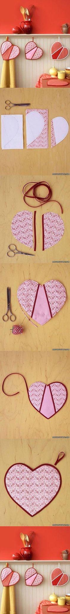 처음 바느질 할 때 한 번씩 만드는 아이템 중의 하나가 주방장갑이죠.^^ 기왕 만들려면 이뿌게 만들면 좋잖...
