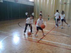 La evaluación del aprendizaje de los deportes colectivos en educación física a través del modelo de enseñanza comprensivo. Rubén Muñoz. Universidad Politécnica de Madrid. Thesis, Basketball Court, Sports, Sporty, Training, Learning, Hs Sports, Sport
