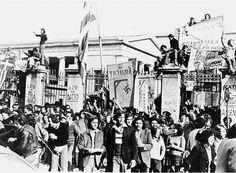 Η Εξέγερση του Πολυτεχνείου: Η Εξέγερση του Πολυτεχνείου το Νοέμβριο του 1973 ήταν η κορυφαία αντιδικτατορική εκδήλωση και ουσιαστικά προανήγγειλε την πτώση της Χούντας των Συνταγματαρχών.