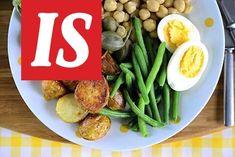 Nizzan salaatti on ruokaisa salaatti. Tässä versiossa ei ole lainkaan tonnikalaa ja perunat ovat paahdettu uunissa maistuviksi. Potato Salad, Potatoes, Drink, Meat, Chicken, Ethnic Recipes, Food, Nice, Beverage