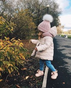 ideas fashion kids jeans little girls So Cute Baby, Baby Kind, Cute Baby Clothes, My Baby Girl, Cute Kids, Cute Babies, Fall Clothes, Winter Baby Clothes, Little Girl Outfits