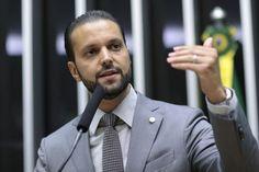 Deputado quer explicações do ministro da Justiça e da PF sobre encontro com policias de Curitiba