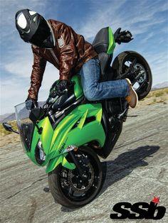 Gonna learn this! Kawasaki Bikes, Kawasaki Ninja, Motorcycle Types, Motorcycle Bike, Bmw Motorcycles, Custom Motorcycles, Ninja Bike, Stunt Bike, Biker Chick