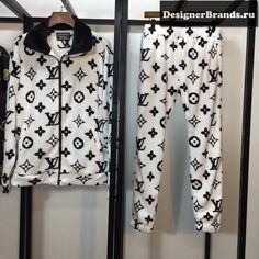 Find the latest fake designer clothes from china from top brands, all at amazing savings! Lit Outfits, Kpop Outfits, Outfits For Teens, Fashion Outfits, Ropa Louis Vuitton, Versace On The Floor, Designer Clothing Websites, Trendy Hoodies, Mode Ootd
