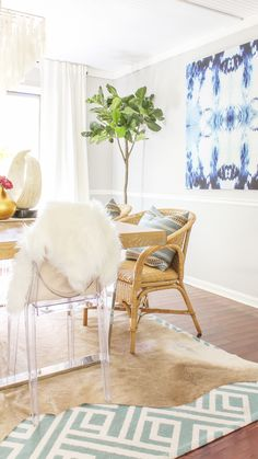 Looking for Christmas decor inspiration with a modern, bohemian twist? Be sure to check out my Boho Chic holiday home tour. Modern Fall Decor, Fall Home Decor, Diy Home Decor, Room Decor, Wall Decor, Dining Room Paint Colors, Dining Room Design, Dining Rooms, Room Colors