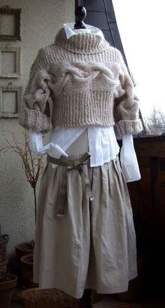 BRAIDED SHRUG modern urban in caffee latte, hand knitted bolero bolero sweater, fall winter fashion, gift under 100 dollars - Pullover - Knitting Ideas Bolero Sweater, Knit Shrug, Elegantes Outfit, Winter Mode, Autumn Winter Fashion, Fall Fashion, Fashion 2018, Winter Sweaters, Winter Hats