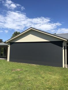 This stunning Zipscreen job looks flawless and provides shade and privacy whilst maintaining the gorgeous view for our clients. Streamlined and integrated the Zipscreen system designed by is the premium outdoor shade solution for Melbourne homes.