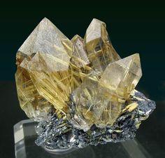 Quartz with Rutile and Hematite