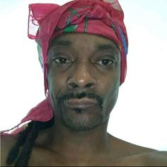 Snoop dog lookin like sombodys mother after she done did the dishes mop the floor vacuumed and complained that nobody helps her Current Mood Meme, Cartoon Memes, Snoop Dogg, Meme Faces, Mood Pics, Stupid Memes, Funny Relatable Memes, Reaction Pictures, Funny Pictures