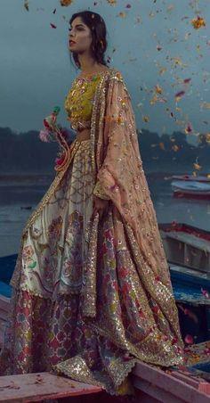 Best bridal pakistani dresses colour 41 Ideas - Source by dianadonatellaa - Pakistani Mehndi Dress, Pakistani Wedding Dresses, Pakistani Dress Design, Indian Dresses, Indian Outfits, Bridal Mehndi Dresses, Pakistani Couture, Desi Wedding Dresses, Pakistani Wedding Outfits