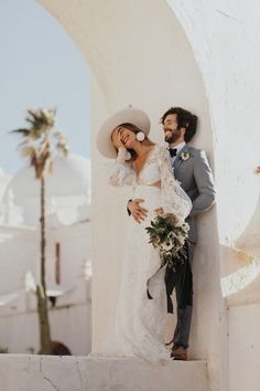 Brides want to find themselves finding the most appropriate wedding day, however for this they need the ideal wedding dress, with the bridesmaid's outfits complimenting the wedding brides dress. Here are a few ideas on wedding dresses. Wedding Tips, Wedding Bride, Wedding Events, Wedding Styles, Wedding Planning, Wedding Day, Wedding Dresses, Wedding Ceremony, Beach Wedding Groom