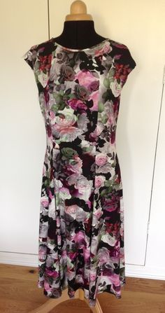 Scuba Dress, Short Sleeve Dresses, Dresses With Sleeves, Dressmaking, Florals, Sewing, Winter, Fashion, Scuba Wetsuit